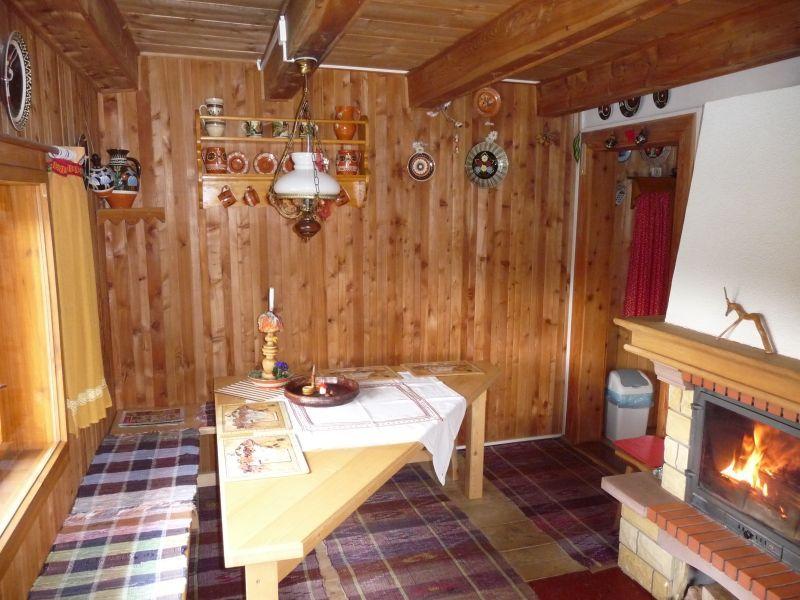 wohnzimmer mit kamin heizen:Das Wohnzimmer mit dem Kamin und TV